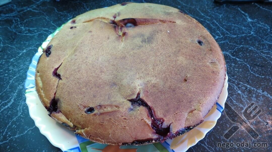 Пирог с вишней и ревенем