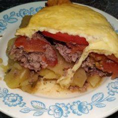 Картопляна запіканка з фаршем та сиром в духовці
