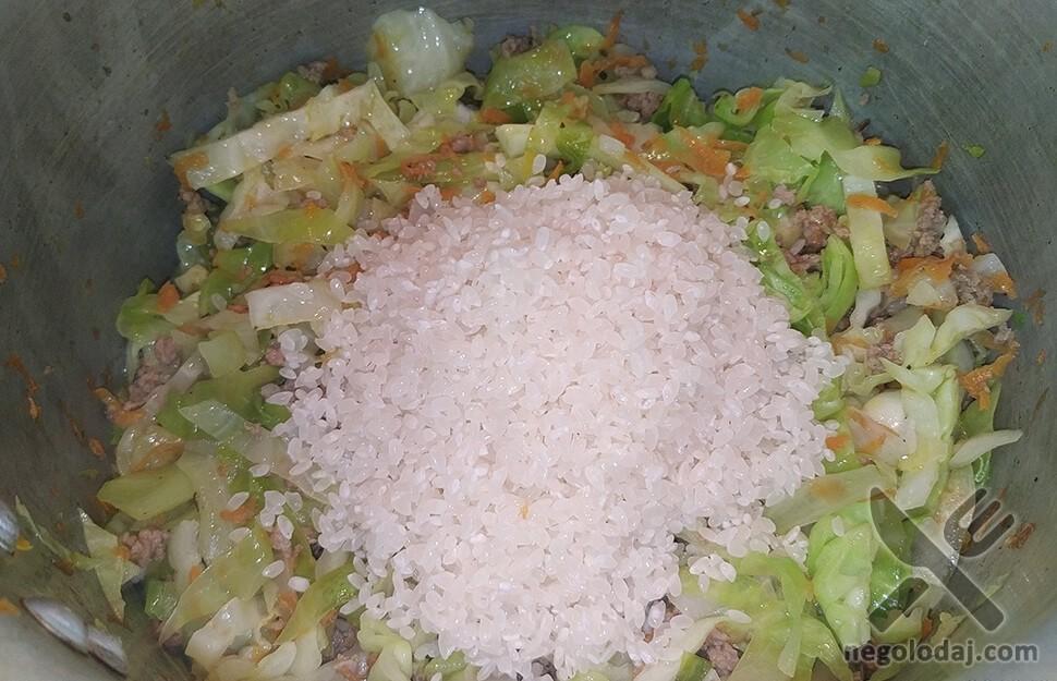 Капуста с фаршем и рисом с фото