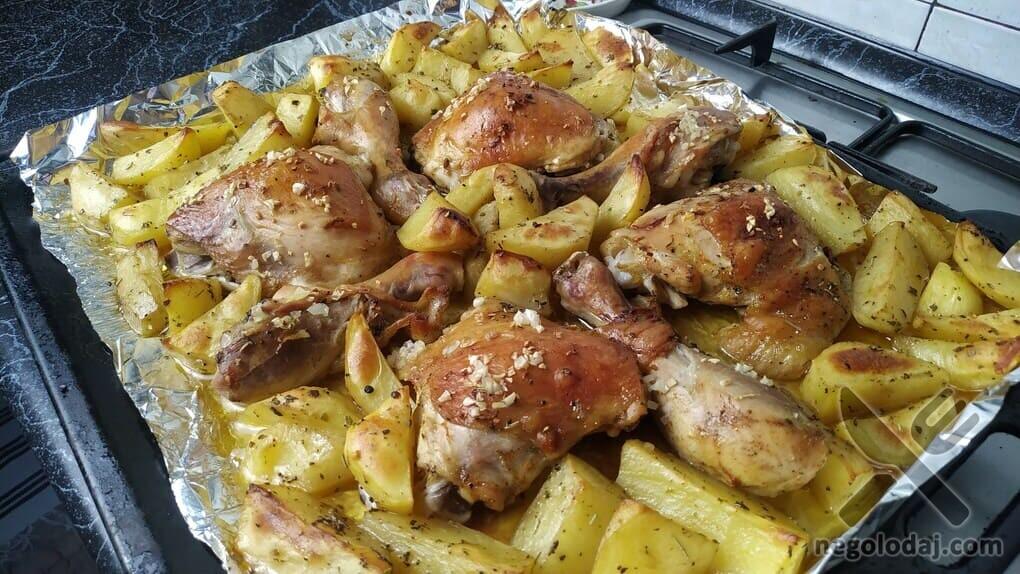 Курица с картошкой в духовке на противне