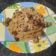Спагеті з креветками в часниково-вершковому соусі