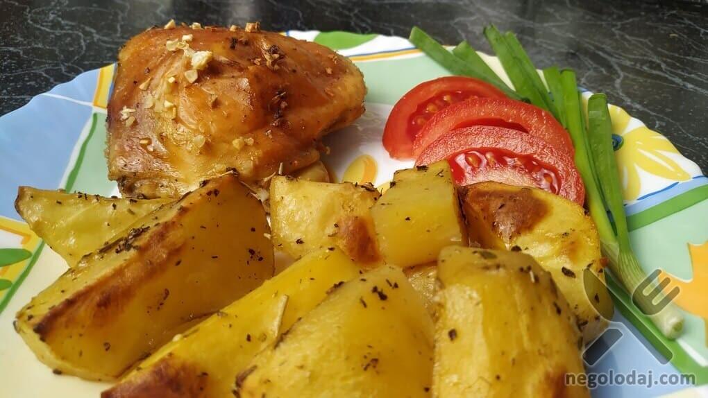 Вкусная курица с картошкой в духовке