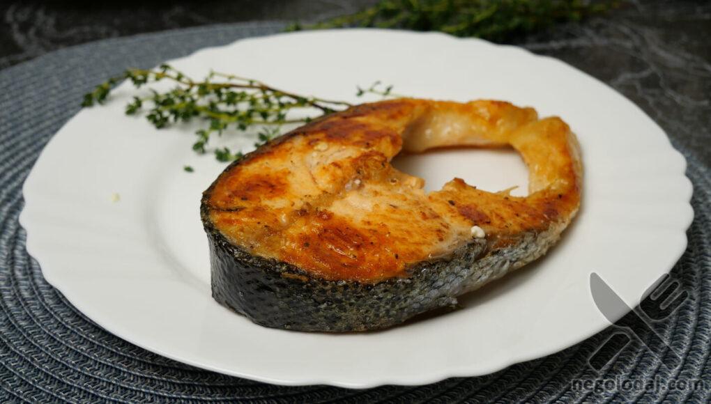 Готовый стейк из лосося