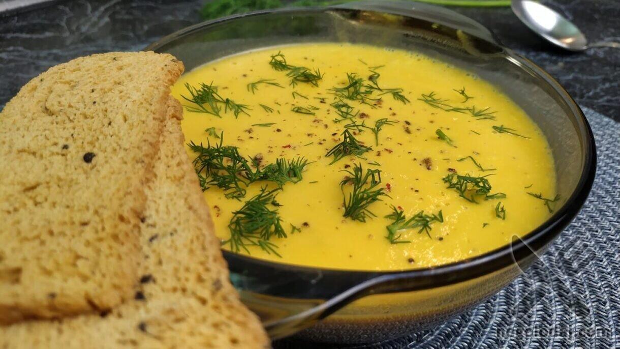 Украшаем суп-пюре из тыквы