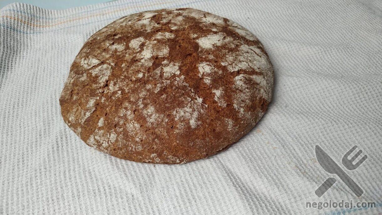 Буханка ржаного домашнего хлеба