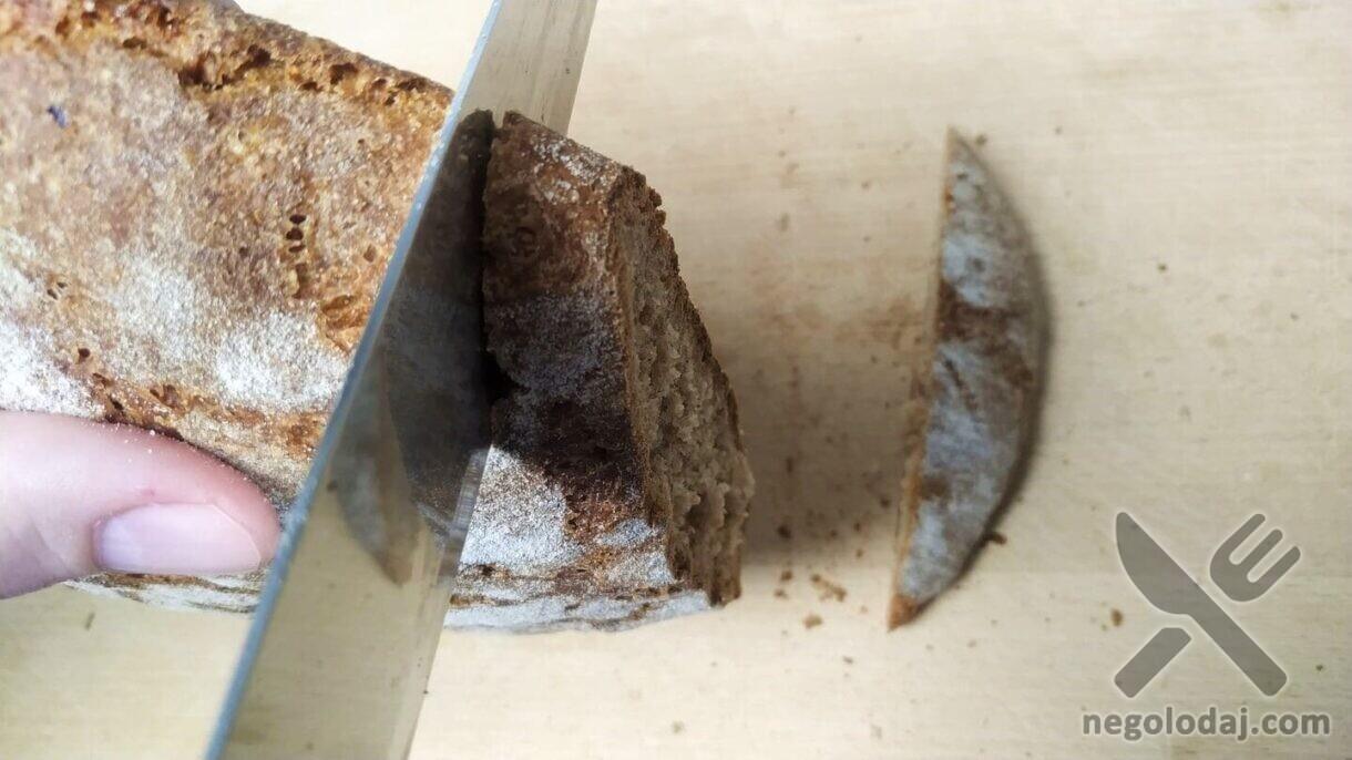 Нарезаем ржаной хлеб